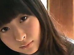 18 År Gammal Asiatisk Tjej I Vita Trosor