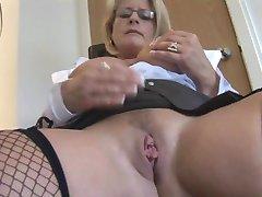 pieptoase femei mature blonde secretar în deget in fund ciorapi si fusta strâmt