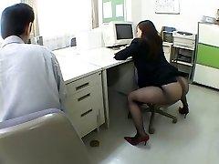 Japońska dziewczyna biuro doprowadza mnie do szału w airliner1