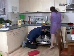 Horny housewife entices craftsman