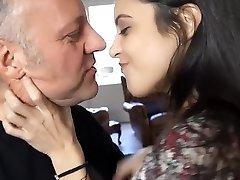 gamla män franska kyssar & hångla med ungdom tonåringar vol 1