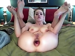 Webcam Girl Does Insane Anal Ass-to-mouth Gape Fisting Show