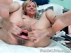 Mature fisting anal and pussy