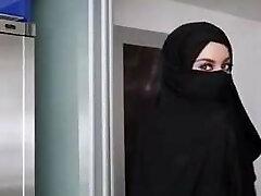 vacker tjej med hijabe