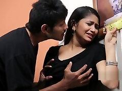 adolescente a divertir - se com curtas-metragens psico priyudu-românticas
