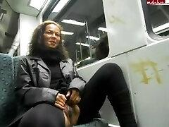 germană curvă adolescent un pipi pe un tren