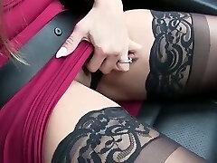 utmärkt super kurviga milfie sexpot ger en bra rövslick och avsugning