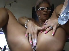 femei mature explozie orgasmica cu vibrator (camaster)
