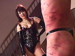 Natsuki tortura jogar adolescentes chicotadas