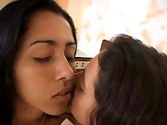 Två brasil Flickor med en man