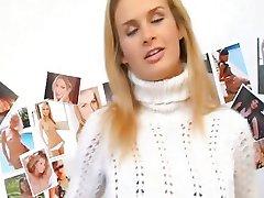 Flexible hot blonde Cloe