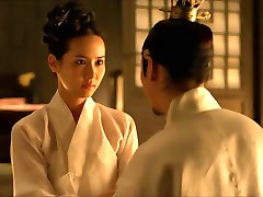 Den Bihustru (2012) Jo Yeo-jeong - scene3