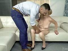 Having unclothed mature whore Malya exposes enormous ass and gets fucked doggy