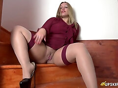 All alone lustful superslut Ashley Rider stretches her own cunny a bit