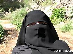 vyvrcholenie na jej niqab