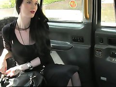 Skanky babe deeply fucked by nympho driver in the taxi