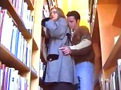 جمال المراهقون في المكتبة...F70