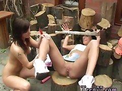 Crtani film teen piljenje drva i lizati pussy