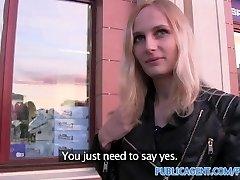 PublicAgent Izdilis kautrīgs blondīne fucked viesnīcas numurā naudas