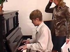 piano educator predominates her student