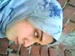 arābu meiteni skūpstīties draugs