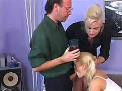 Pāris nodarbojas ar seksu ar aukle