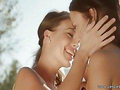 Les Lesbians Loving Outdoors