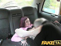 Sahte Taksi Minyon Amerikan kızıl saçlı anal yapıyor