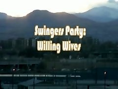 Swingers live an in action