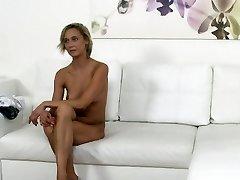 Čehijas blondīne viesmīle fucks lējuma