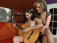 Kız & Oyuncak 319