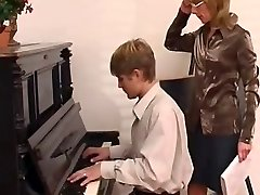 piyano öğretmeni öğrenci ona hakim