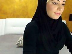 Stunning Arabic Sweetheart Cums on Camera