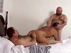 Traks vīrietis, pasakains neapseglots, lāči homo porno klipu