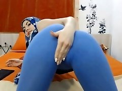 teaser: dame with hijab #cameltoe