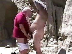 divi nobrieduši veco geju vectētiņš spēlē ar otru