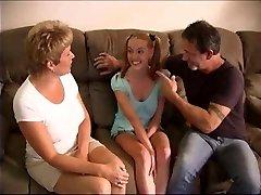 Birkaç Yaşlarındaki TERAS ile kız Bakıcısı Sikikleri