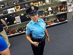 Güzel ve büyük memeli polis memuru Shawns ofiste becerdin alır
