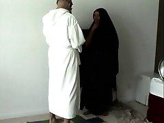 Arābu vīrs izdabā