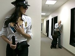 Seksi güvenlik görevlisi