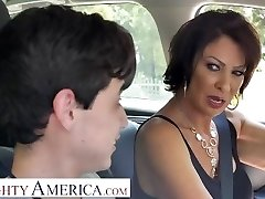 Ultra-kinky America Vanessa Videl teaches Juan how to take care of a girl