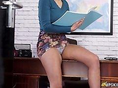 Desirable secretary Fi Fi flashing her donk upskirt