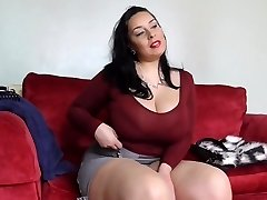 Big sex bomb mother with wooly British cunt