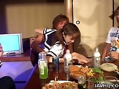 Petite Japon kız Nao Oikawa ile sarhoş Fetiş