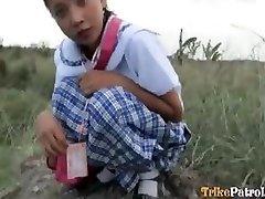 Filipinli kız turist tarafından açık alanda açık havada becerdin