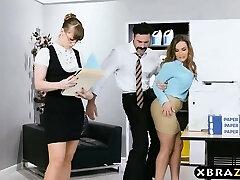 Yeni büyük göğüsleri çalışan alır iyi bir ofis başlatma LAN