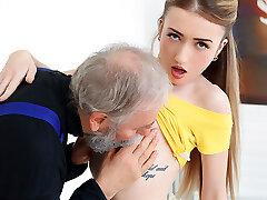 empera dans le vieux homme baise une nouvelle babe - vieux-n-adolescent