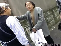Amazing Asian girl shows off her lovely part4