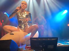 Miley Cyrus - Debesis Naktsklubs 2014