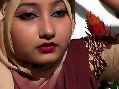 Μπαγκλαντές σέξι κορίτσι δείχνει σέξι βυζιά στυλ της